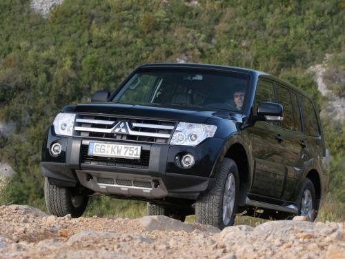 «Такой себе японский УАЗ»: Об основных минусах подержанного Mitsubishi Pajero рассказал блогер