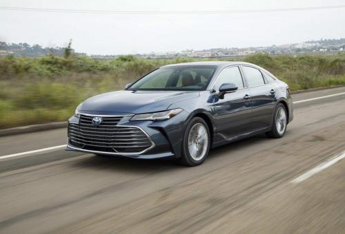 «Не хватает мощности»: Впечатлениями о Toyota Camry Hybrid поделились эксперты