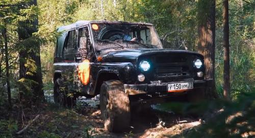 «Он едет, и хорошо едет»: Что может Jeep Wrangler против УАЗ «Хантер» на русских просторах вияснили эксперты