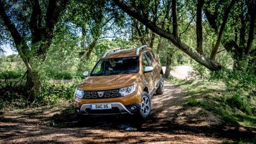 «Неожиданно хорошая проходимость»: Renault Duster в offroad-заезде с Suzuki Vitara удивил блогера