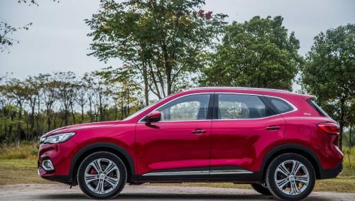 Роскошный «клон» Chevrolet Captiva: В Индии стартовали продажи MG Hector