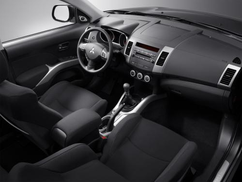 «Езжай и помирай»: Впечатлениями от 10-летнего Mitsubishi Outlander поделился блогер