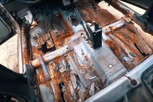 LADA Priora с «панорамным дном»: В сети показали подержанное авто, купленное за 50 тысяч рублей