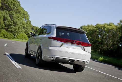 Немыслимые 2 литра на 100 км: Гибридный Mitsubishi Outlander поразил экономичностью