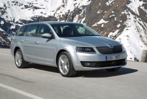 «Лучше и дешевле Гольфа»: Об «идеальном семейном авто» Skoda Scala рассказал восторженный блогер