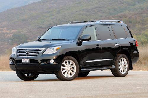 Казаться важнее, чем быть: В чем Lexus LX 570 лучше Toyota Land Cruiser 200, рассказал эксперт