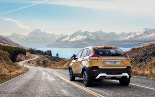 Зачем теперь Renault Sandero? Блогер поделился «живыми» впечатлениями от LADA XRay Cross на вариаторе