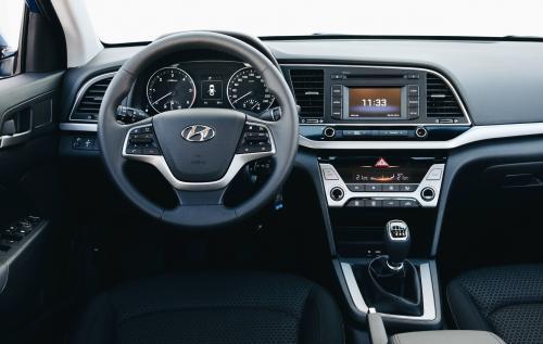 «Походит на Audi курильщика»: Блогер рассказал о минусах нового Hyundai Elantra