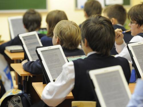 Скоро в школу: МТС порекомендовал школьникам из России гаджеты для учёбы