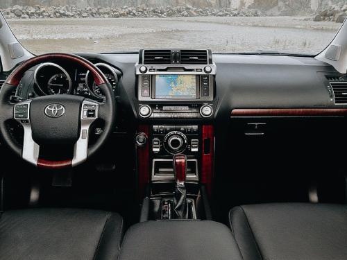 «Настоящее жлобство японцев»: Обзорщик рассказал, что не так с Toyota Land Cruiser Prado