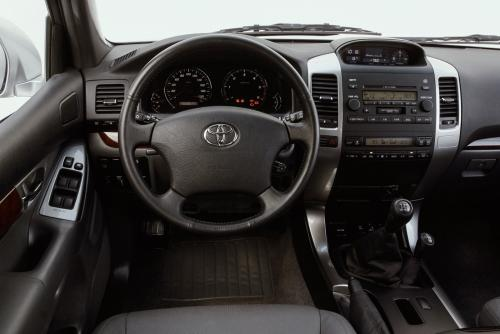 «Я бы лучше Ford Explorer взял»: Блогер рассказал, чем ему не нравится Toyota Land Cruiser Prado