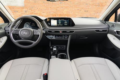 «Камри мокрого места от неё не оставит»: Автомобилисты разочарованы «бодипозитивной» Hyundai Sonata 2020