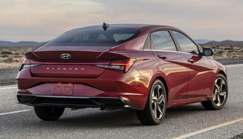 Заметно похорошела: Hyundai презентовали седьмое поколение Elantra